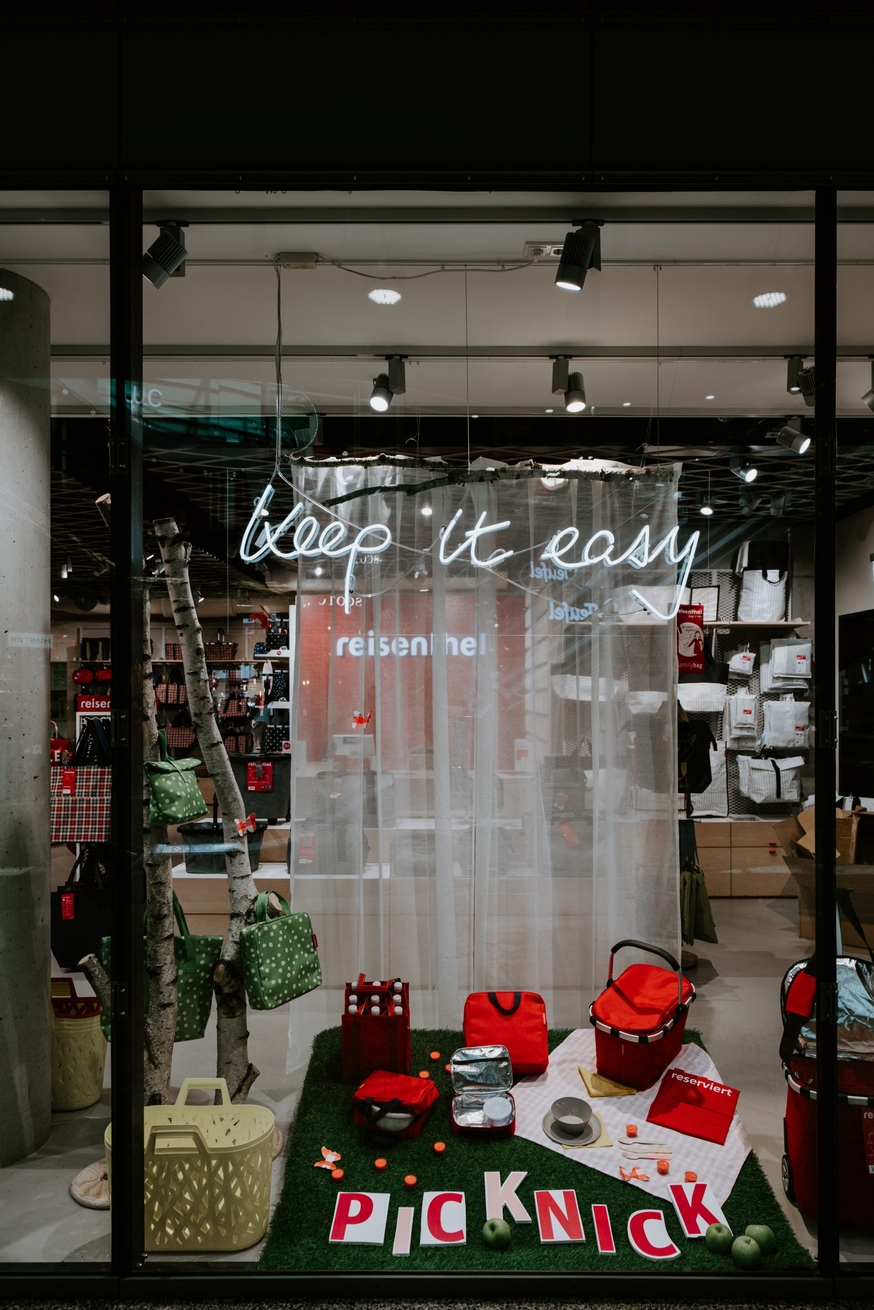 Shop front window - keep it easy